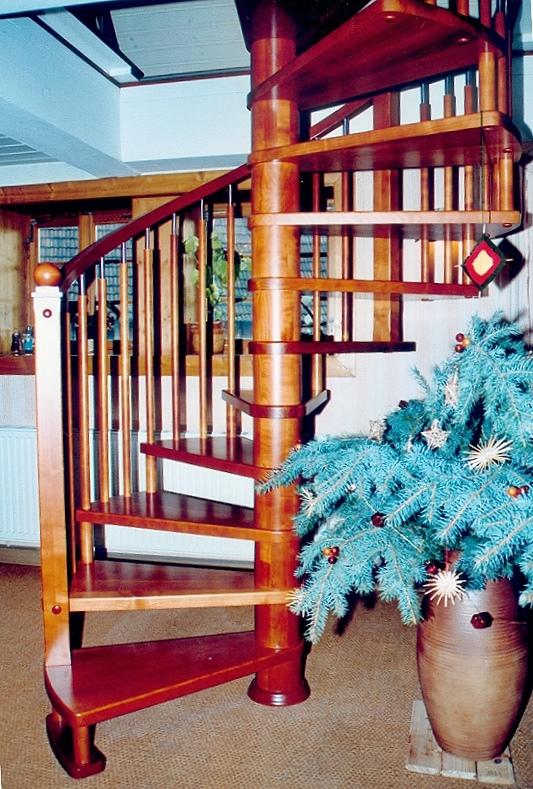 Treppengeländer Holz Gedrechselt ~ halbgewendelte treppe gedrechselte stäbe handlaufkrümmling holzart