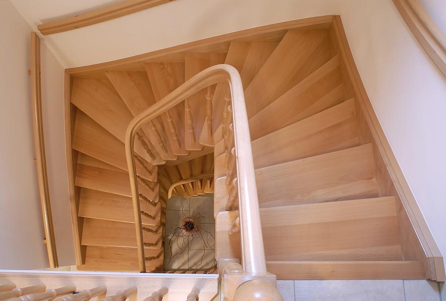 holztreppen galerie viertelgewendelte treppe. Black Bedroom Furniture Sets. Home Design Ideas