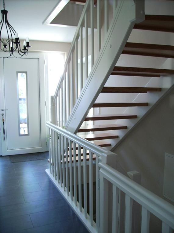 holztreppen galerie treppe viertel gewendelt. Black Bedroom Furniture Sets. Home Design Ideas