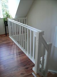 holztreppen galerie treppe viertel gewendelt trittstufen aus roteiche wangen und gel nder. Black Bedroom Furniture Sets. Home Design Ideas