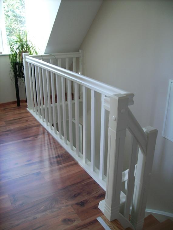 treppe wei holz m bel ideen innenarchitektur. Black Bedroom Furniture Sets. Home Design Ideas